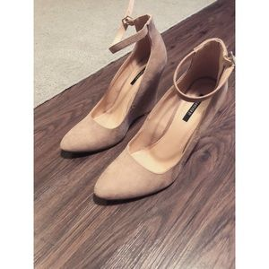 Shoes - Taupe close toed suede wedges w/strap